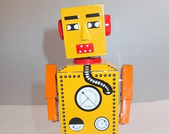 "Vintage Yellow Robot ""Lilliput"""