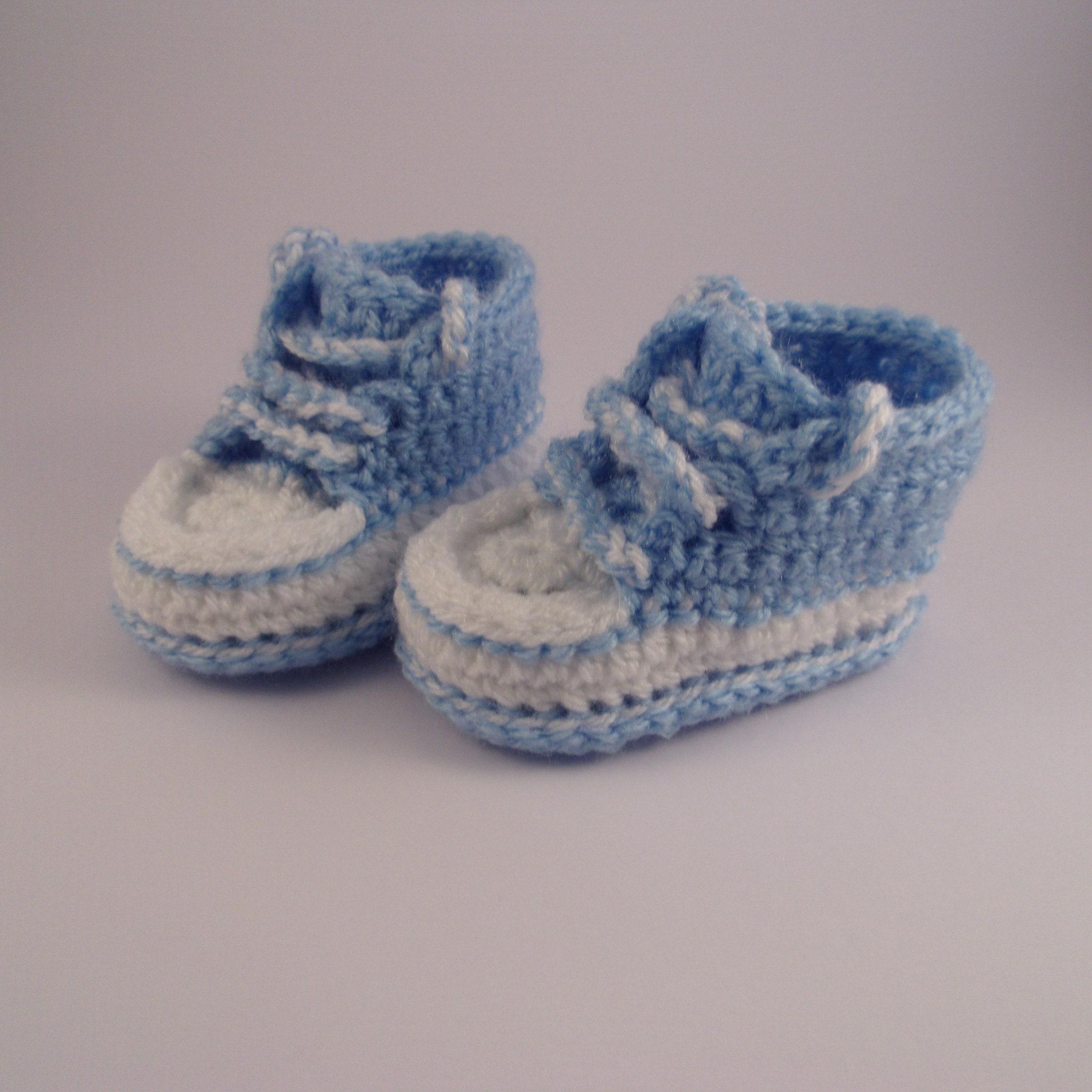c5336b598fbf Crochet booties baby booties converse style baby booties