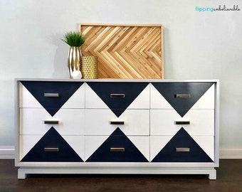 Mid Century Modern American of Martinsville Dresser