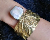 Designer Fresh Water Pearl Bracelet With Squid Shape