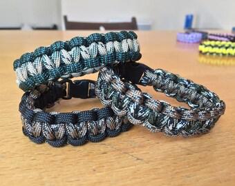 Customizable paracord survival bracelet