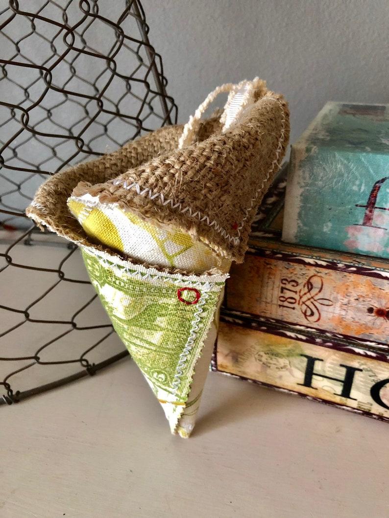 Burlap /& Botanical Cottage Chic Fabric Wall PocketHerb Pocket