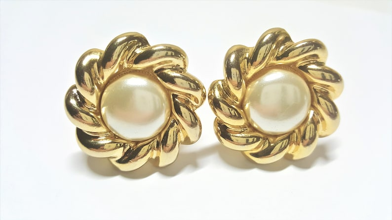 88588f45207 Faux Pearl Cabochon Clip On Earrings Gold Tone Chunky Wavy