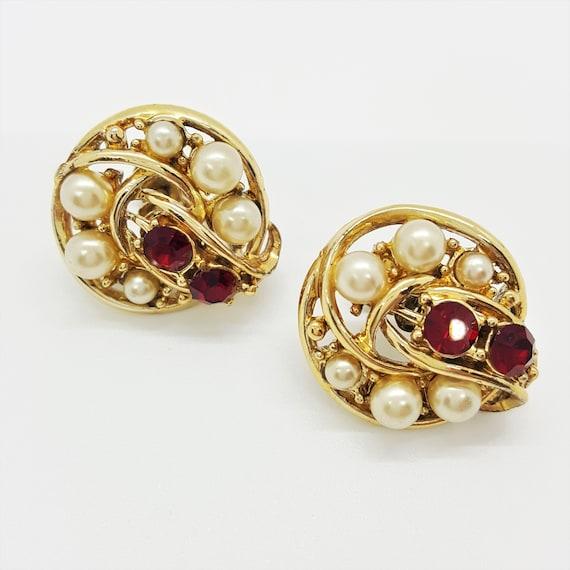 Coro Screw back earrings Ruby red rhinestone & fau