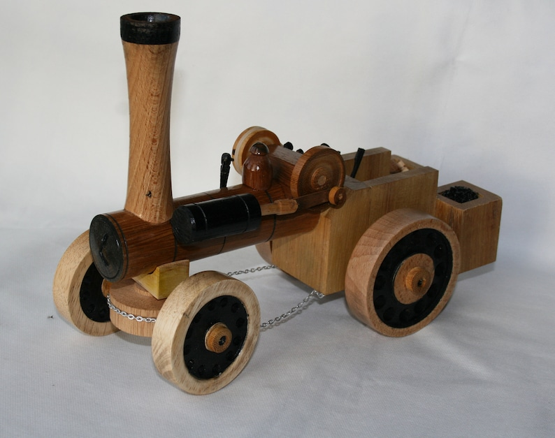 Model traction engine  handmade in wood image 0