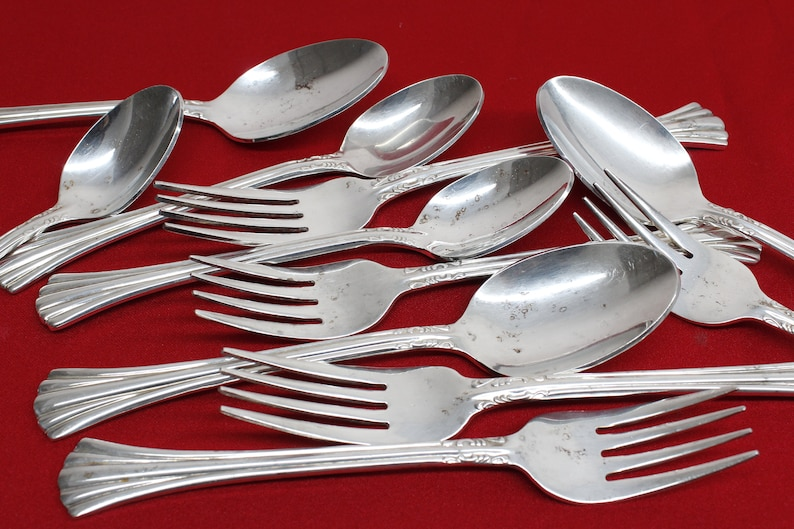 Korea ESI 16 pattern with wooden case Service for 8 54 Piece Silver-plated Flatware set by Estia S.P