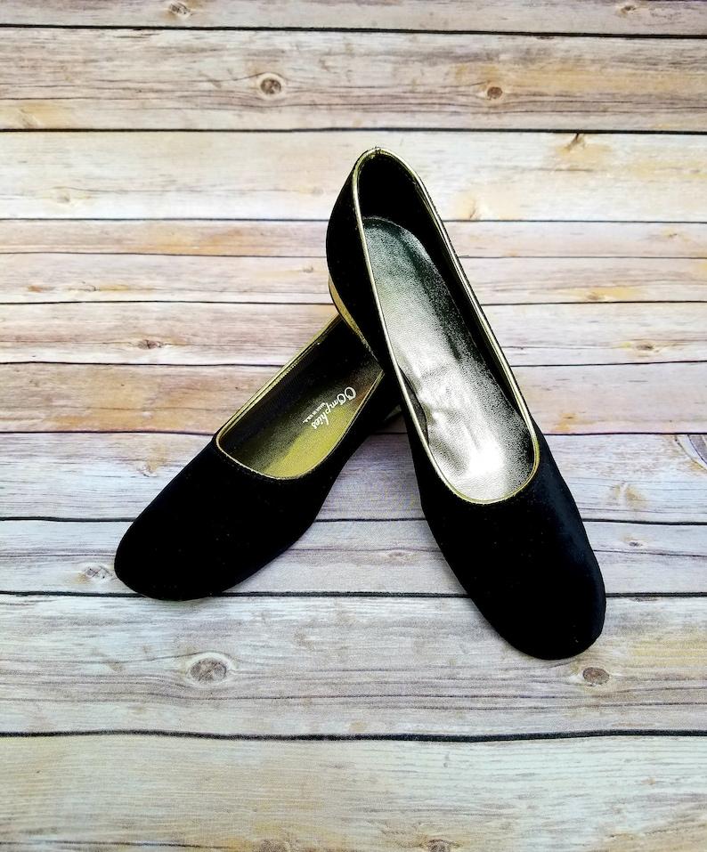 29b58455aa46 Vintage 70s OOMPHIES black velour slipper womens shoes