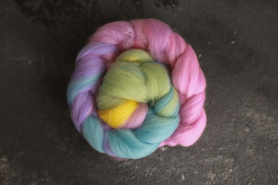 Sample combed top 26 / Rainbow merino wool & glittern roving / hand combed top / for spinning and felting