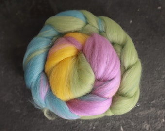 Sample combed top 25 / Rainbow merino wool & glittern roving / hand combed top / for spinning and felting