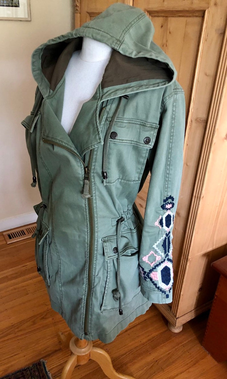 4d6a677c EUC Free People Embroidered Anorak
