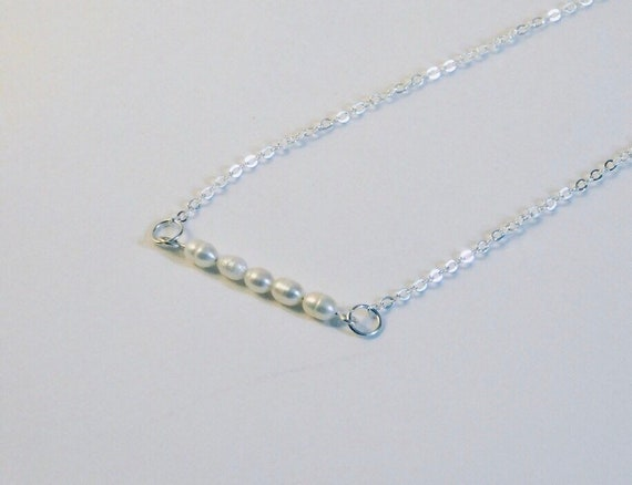 Simple pearl choker necklace