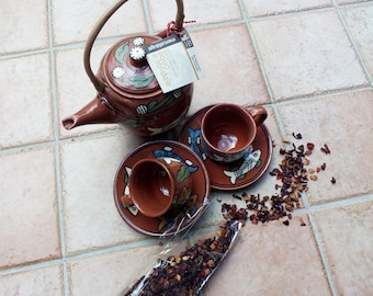 Teapot with cups and saucers