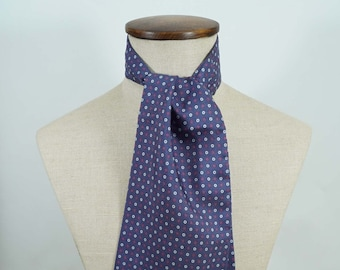 Ascot Smeck in printed silk microdesigns