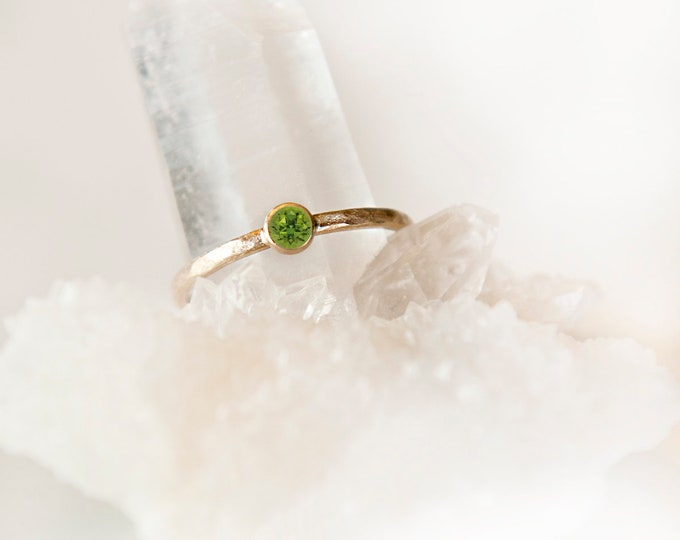 10 KT Yellow Gold Peridot Birthstone Ring