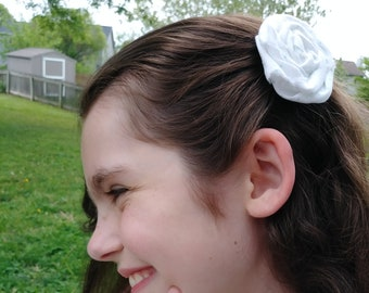 White with teal dots rose clip
