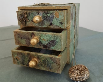 Charming Mini Knick-Knack Trinket Box – 3 drawers - Butterflys