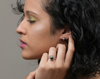 Black freshwater pearl earring and ring set
