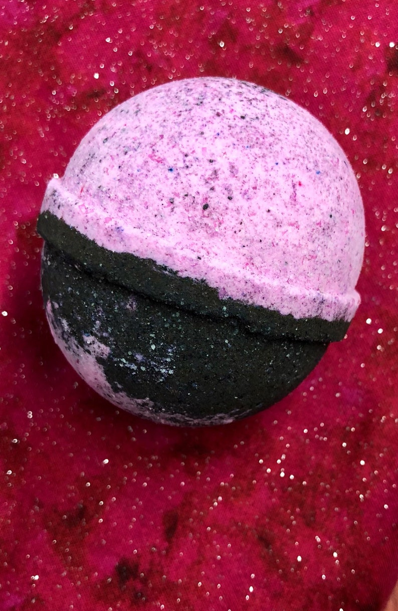 Chrysanthemum Holiday Truffle All Natural Bath Bombs image 0