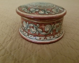 1 Biagioli Salt Pot, from the Studdio in Gubbio, Italy from 1986, slight damage to inside of lid.