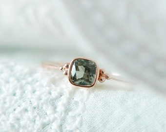 18k Solid Gold Green Sapphire Ring, September birthstone, Stacking everyday ring