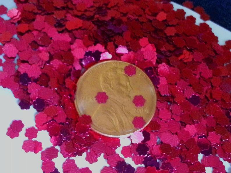 solvent-resistant glitter shapes-metallic magenta flowers--tumbler--nails
