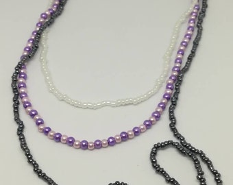 Necklace of seed beads and acrylic, 3 rows