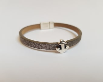 Leather bracelet with silver coloured anchor