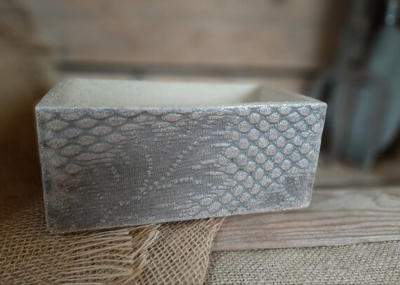 Lace Embossed Small Trough