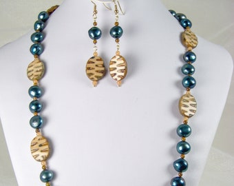 Art Deco - in handcrafted Art Glass and spruce Pearls