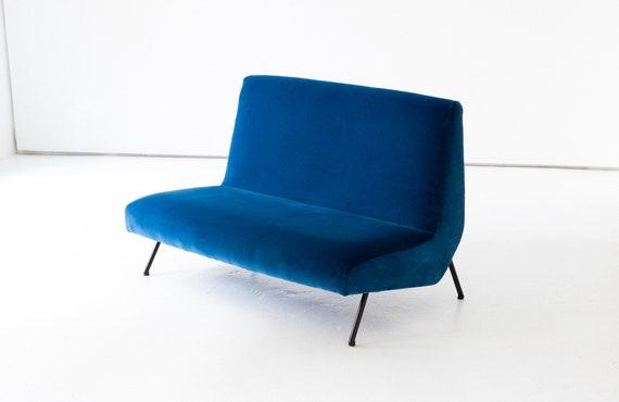 Divanetto.Italian Blue Velvet Sofa 1950s Divanetto In Velluto Blu Anni 50