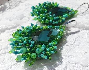 green earrings, green bead errings, bead embroidery earrings, beaded earrings