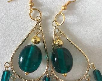 Green teardrop earrings in gold