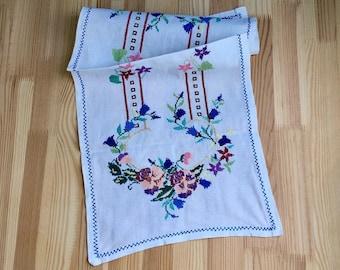 Vintage towel Floral tapestry Ethnic folk art Embroidered towel USSR 1970s Home decor Traditional handmade needlework