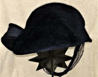 Vintage 1940-50s Velvet Hat with curl fascinator   neck net. 57d33f7245b