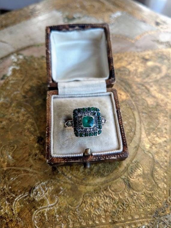 Antique ring with emerald green paste