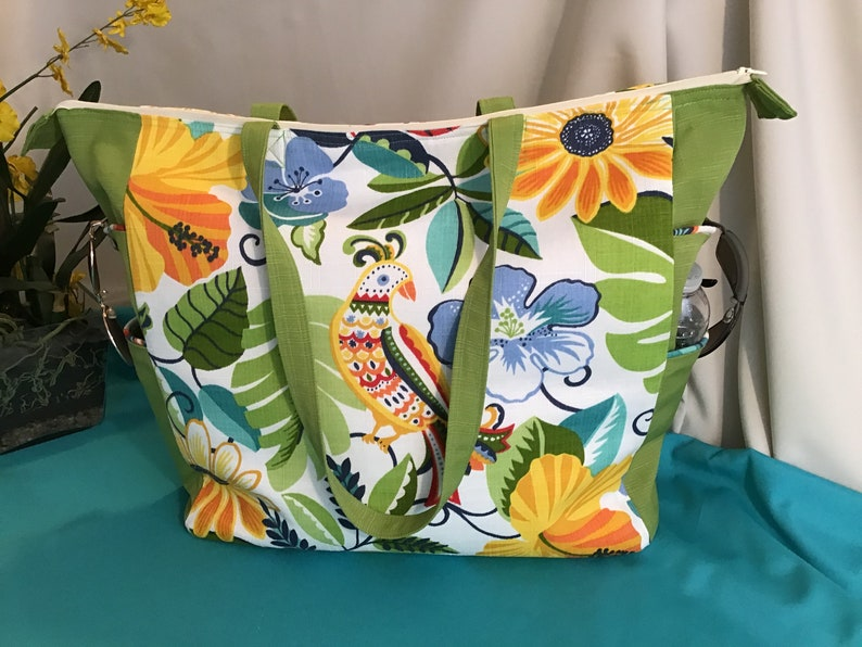 Zippered Tote Verde Garden Tote-Beach-Pool-Weekend-Overight-Travel-Shopping-Gift for her-Pockets-Zipper-Tote-Bag