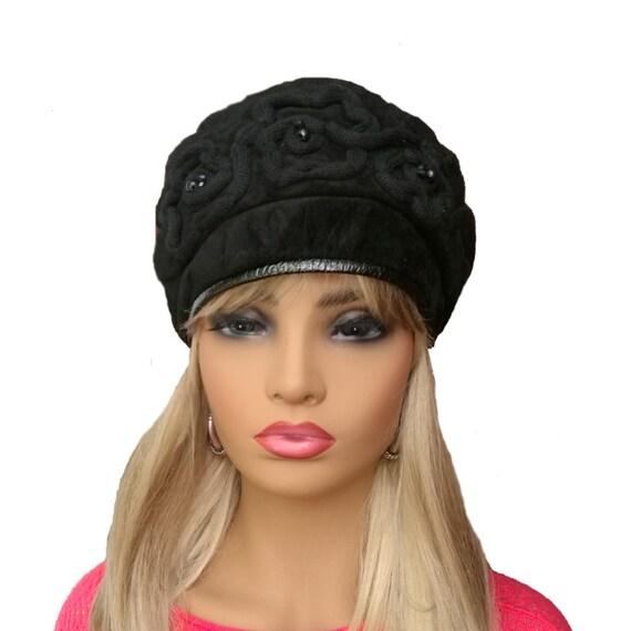 Black winter beret f6b60670895