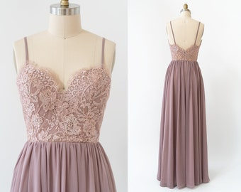 Sweetheart neckline Lace top with chiffon skirt.