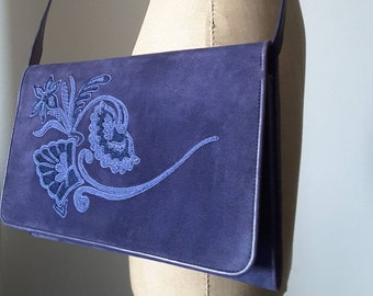 78f3e6452 Unique vintage GUCCI flap-over-clutch/shoulder bag in a beautiful purple  suede with floral embroidery