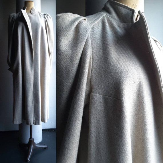 Wonderful 1940s LONG WOOL COAT with invisible sing