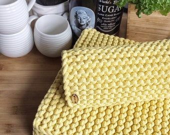 Knitted placemat Be V, available in many colors and sizes, table decoration
