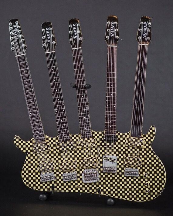 RICK NIELSEN™ Five Neck Checkered Mini Guitar Replica Collectible Licenza Ufficiale