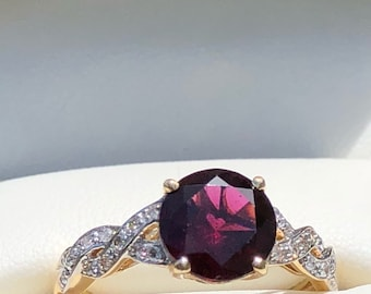 Stunning 14K Almandine garnet & diamond ring
