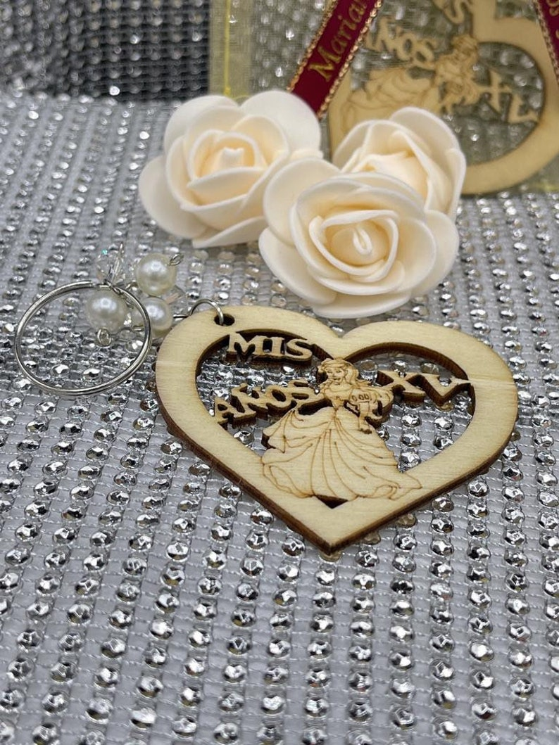 12pcs Personalized Quinceanera Favors Sweet sixteen decorated organza bagsRecuerdos para Quinceanera keychain