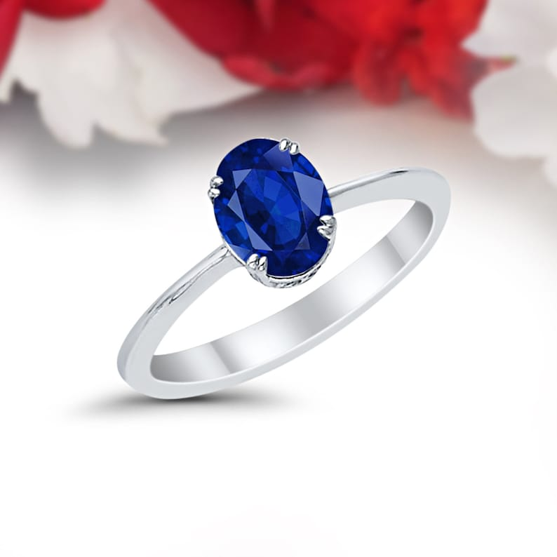 14 kt White Gold Oval Shape 1.00 ct Blue Sapphire Pendant