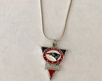 Q Gold NFL Sterling Silver New England Patriots Small Pendant