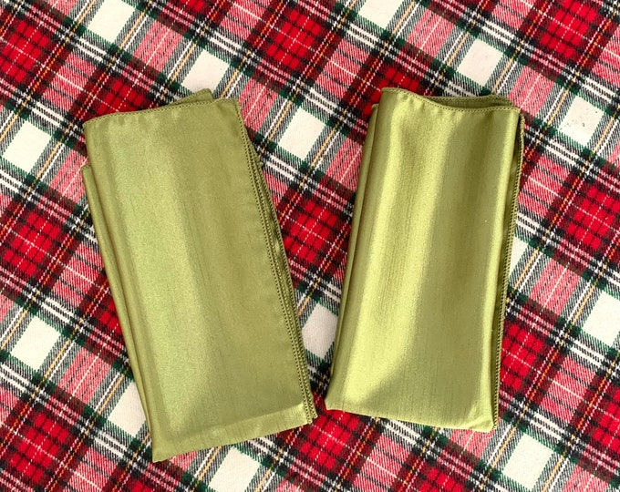 "Green Christmas Napkins| Polyester| Reversible Matte/Shiny| Christmas decoratuon| Table decor. 17"" x 17"""
