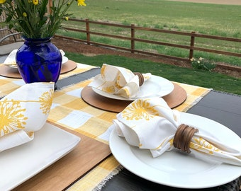 Yellow and white Buffalo table runner Across de table runner Consoles Coffee table Farm table Summer  patio table table Decor  Spring Easter