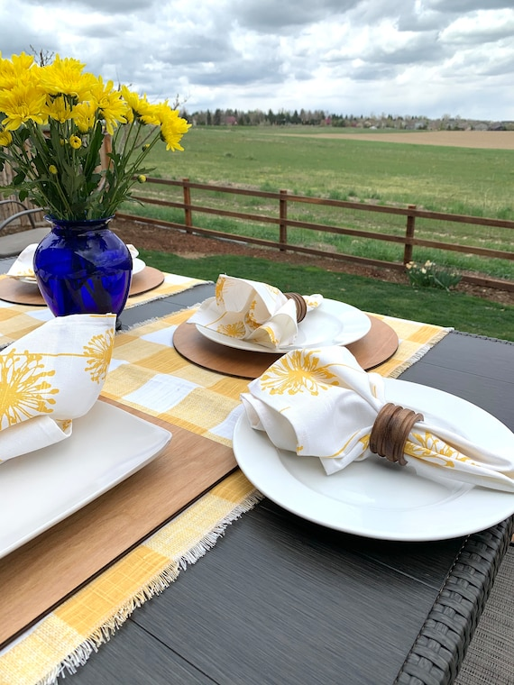 Yellow and white Buffalo table runner|Across de table runner|Consoles|Coffee table|Farm table|Summer| patio table|table Decor| Spring|Easter