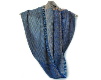 Handwoven unique snood 'Dusty Grey' from a collection of 'Winter tubes', 100% merino wool, luxury fashion accessories